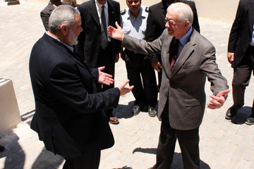 Ismail Haniyeh Carter Meets With Hamas Leader in Gaza