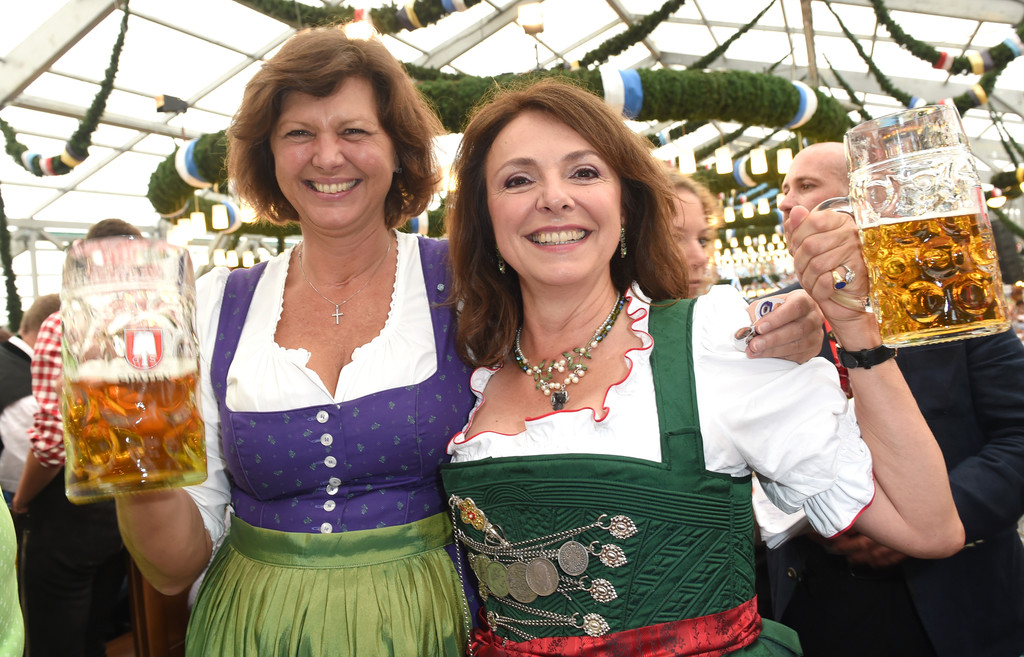 uschi daemmrich von luttitz photos photos celebrities at oktoberfest 2014 day 1 zimbio. Black Bedroom Furniture Sets. Home Design Ideas