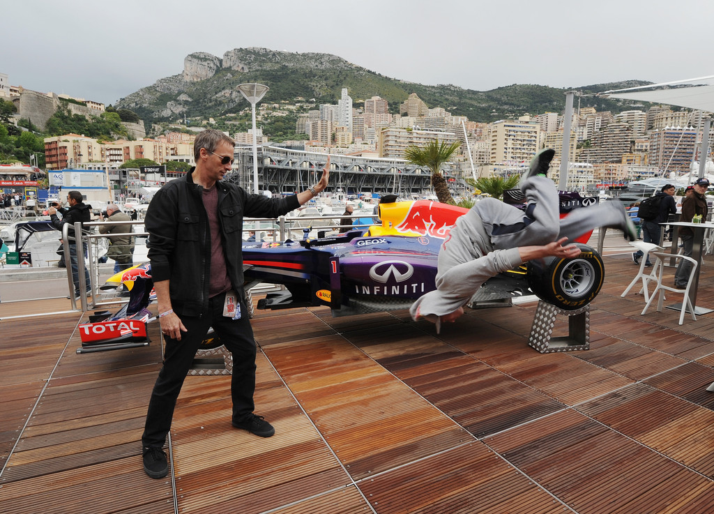 tony hawk in chris evans stops by the red bull energy. Black Bedroom Furniture Sets. Home Design Ideas