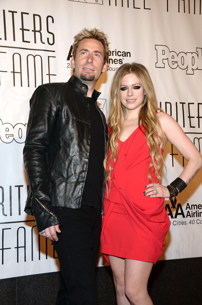 http://www3.pictures.zimbio.com/gi/Chad+Kroeger+Arrivals+Songwriters+Hall+Fame+Hh7ymi5F0e7x.jpg