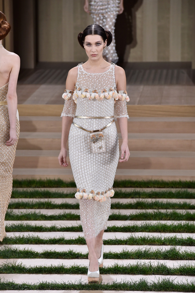 Chanel runway paris fashion week haute couture for Haute couture fashion