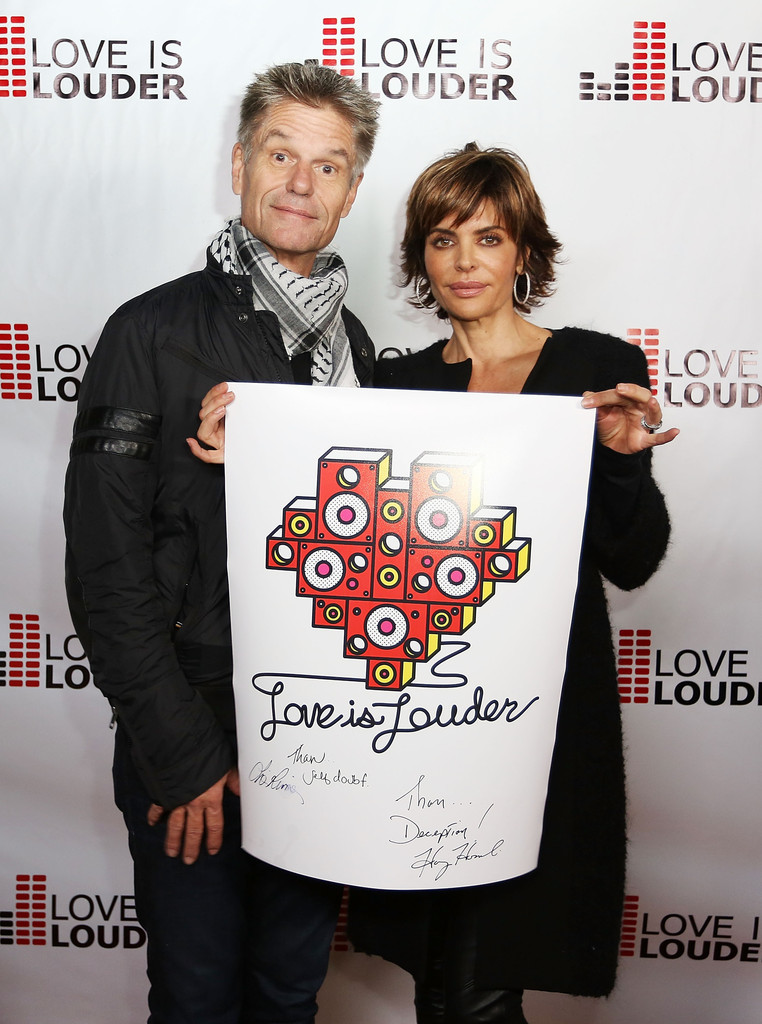 Lisa Rinna Photos Photos Chaz Dean S Holiday Party Benefitting The