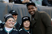 Former Philadelphia Phillies first baseman Ryan Howard poses with fans during the game between the Philadelphia Eagles and the Chicago Bears on November 26, 2017  at Lincoln Financial Field in Philadelphia, Pennsylvania.
