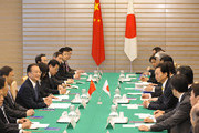 Chinese Premier Wen Jiabao (4L) and his Japanese counterpart Yukio Hatoyama (4R) hold a meeting at the latter's official residence in Tokyo on May 31, 2010 in Tokyo, Japan.. Wen is on a three-day visit to Japan.