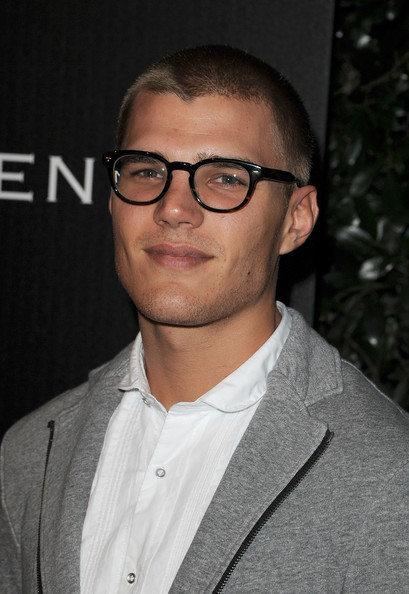 chris zylka gif hunt