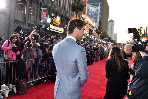 Premiere Of Marvel's 'Avengers: Age Of Ultron' - Red Carpet [avengers: age of ultron,red carpet,red carpet,carpet,people,red,crowd,premiere,event,flooring,dress,city,chris hemsworth,california,hollywood,dolby theatre,marvel,premiere]