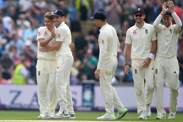 Chris Woakes England v Pakistan: 2nd Test - Day One