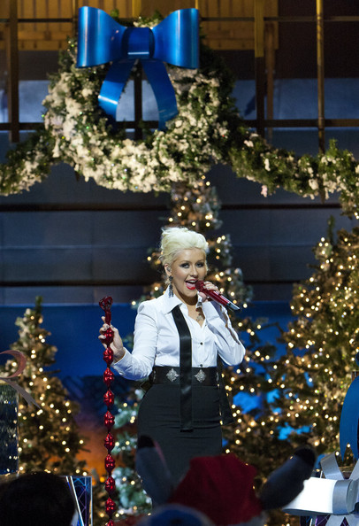 christina aguilera performs in the 2011 disney parks christmas day parade