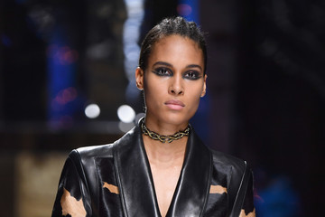 Cindy Bruna Balmain : Runway - Paris Fashion Week Womenswear Fall/Winter 2017/2018