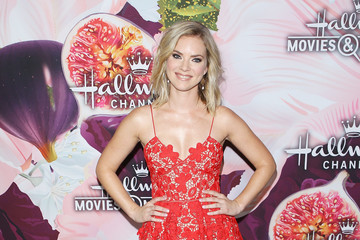 Cindy Busby Hallmark Channel and Hallmark Movies and Mysteries Winter 2018 TCA Press Tour - Arrivals