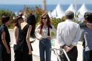 South Korean actress Kim Min-hee (3rdL) and French actress Isabelle Huppert (C) arrive on May 21, 2017 to attend a photocall for the film 'Claire's Camera (Keul-Le-eE-Ui-Ka-Me-La)' at the 70th edition of the Cannes Film Festival in Cannes, southern France.  / AFP PHOTO / Valery HACHE