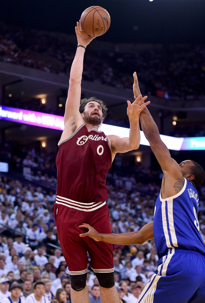 Kevin Love Pictures - Cleveland Cavaliers v Golden State ...