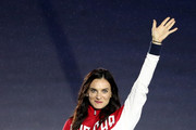 Nely elected IOC Athletes' Commission member Yelena Isinbayeva of Russia waves as she is introduced during the Closing Ceremony on Day 16 of the Rio 2016 Olympic Games at Maracana Stadium on August 21, 2016 in Rio de Janeiro, Brazil.