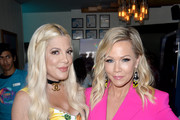 (L-R) Tori Spelling and Jennie Garth attend Cold Stone Creamery Backstage at 2019 Teen Choice Awards on August 11, 2019 in Hermosa Beach, California.