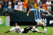 Jo (L) of Corinthians and Ramiro of Gremio in action during the match between Corinthians v Gremio for the Brasileirao Series A 2017 at Arena Corinthians Stadium on October 18, 2017 in Sao Paulo, Brazil.