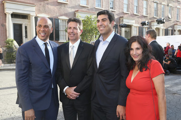 Cory Booker The Humane Society of the United States' to the Rescue Los Angeles Gala - Inside