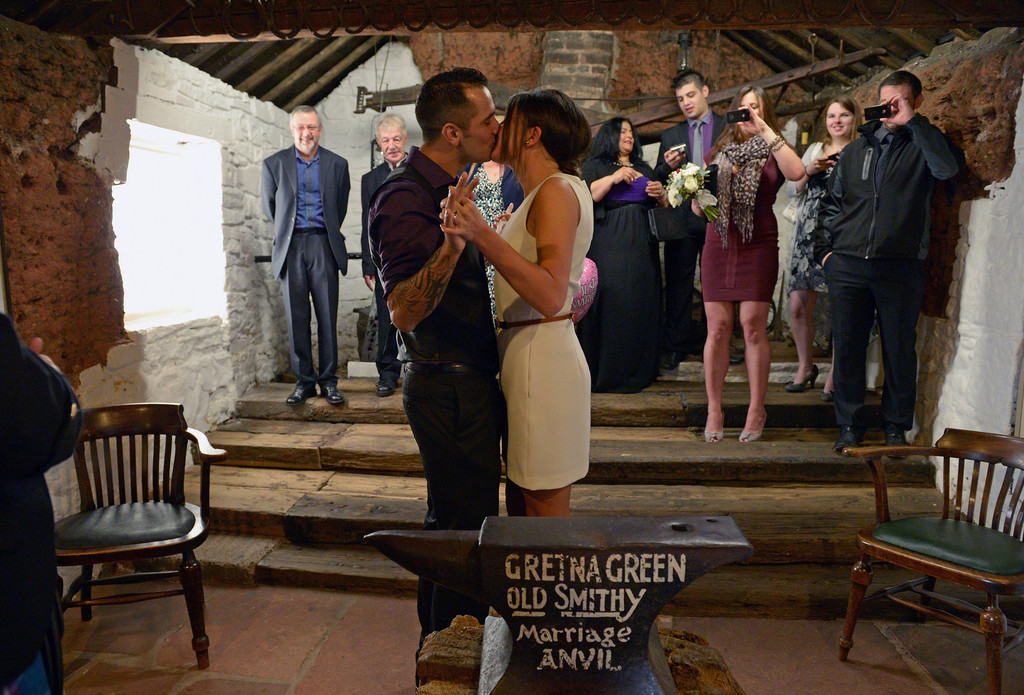Couples Get Married At Gretna Green On Valentines Day Zimbio
