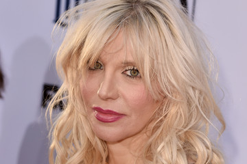 "Courtney Love Premiere Screening Of FX's ""Sons Of Anarchy"" - Red Carpet"