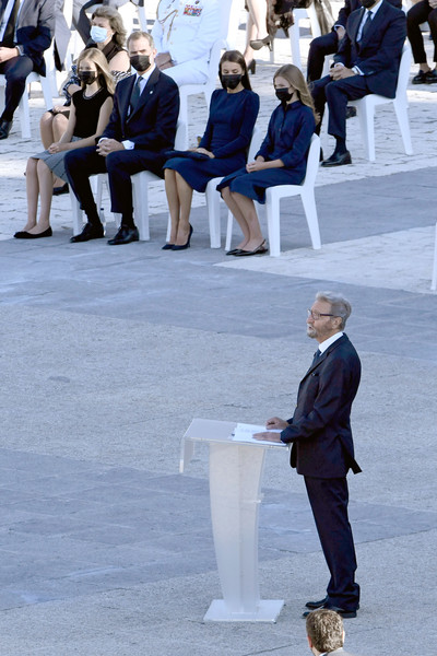 Official Event Tribute For Covid Victims In Spain [white,people,standing,suit,event,crowd,tourism,white-collar worker,formal wear,street,leonor,felipe,letizia,hernando fern\u00e3,princess,tribute,suit,front,spain,event tribute for covid victims,suit,winter]