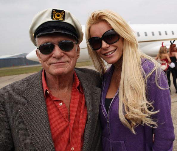 http://www3.pictures.zimbio.com/gi/Crystal+Harris+Hugh+Hefner+Arrives+Stansted+APQMSlb4kVbl.jpg