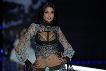 Daniela Braga 2017 Victoria's Secret Fashion Show in Shanghai - Show
