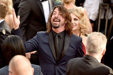 Dave Grohl 2016 Academy Awards - Fan Arrivals