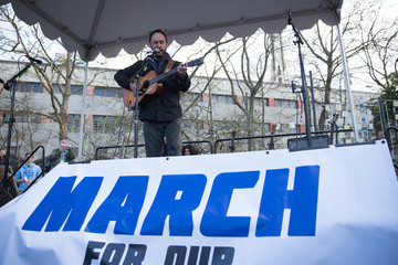 Dave Matthews Thousands Join March For Our Lives Events Across US For School Safety From Guns