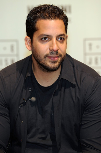 "David Blaine Reveals Secrets of Houdini's Escapes To Children At Opening Of The Jewish Museum's "" - David%2BBlaine%2BDavid%2BBlaine%2BReveals%2BSecrets%2B0rH-BBt2Qhol"