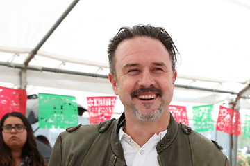 David Arquette Feeding America & LA Regional Food Bank Host 'Hope for the Holidays' Celebrity Volunteer Event With Para Los Nino's