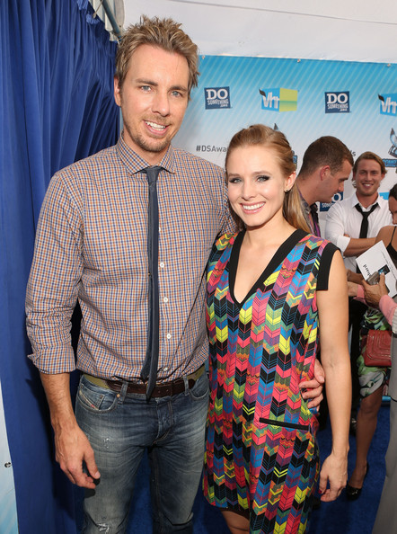 http://www3.pictures.zimbio.com/gi/Dax+Shepard+2012+Something+Awards+Red+Carpet+LItW--eayEEl.jpg