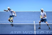 USA's Bob Bryan (L) returns as his partner USA's Mike Bryan (R) stands ready against Britain's Jamie Murray and his partner Brazil's Bruno Soares during their men's doubles match on day two of the ATP World Tour Finals tennis tournament at the O2 Arena in London on November 13, 2017. / AFP PHOTO / Glyn KIRK