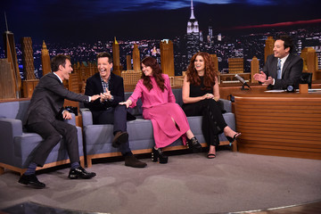 Debra Messing Sean Hayes The Cast Of 'Will & Grace' Visits 'The Tonight Show Starring Jimmy Fallon'