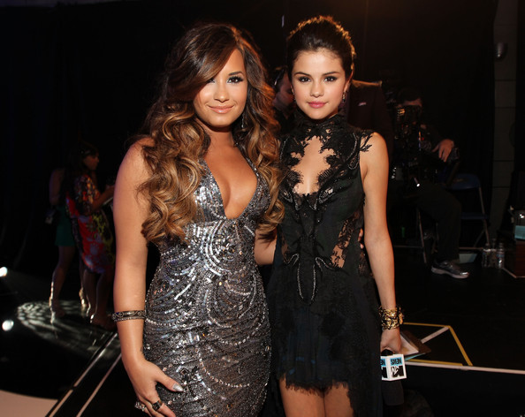 Demi Lovato Singer/actresses Demi Lovato (L) and Selena Gomez arrive at the 2011 MTV Video Music Awards at Nokia Theatre L.A. LIVE on August 28, 2011 in Los Angeles, California.