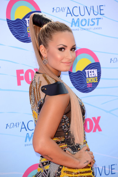 Demi Lovato Singer/actress Demi Lovato arrives at the 2012 Teen Choice Awards at Gibson Amphitheatre on July 22, 2012 in Universal City, California.
