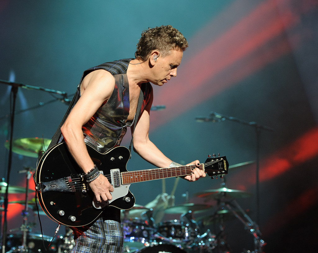 martin gore photos photos depeche mode in concert new. Black Bedroom Furniture Sets. Home Design Ideas