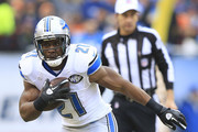 Reggie Bush #21 of the Detroit Lions runs the ball during the first quarter of their game against the Chicago Bears at Soldier Field on December 21, 2014 in Chicago, Illinois.