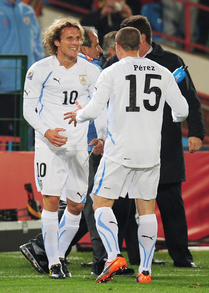 South Africa v Uruguay: Group A - 2010 FIFA World Cup [player,sports,team sport,ball game,sport venue,football player,tournament,sports equipment,soccer player,soccer,diego perez,diego forlan,r,goal,south africa,uruguay,pretoria,loftus versfeld stadium,2010 fifa world cup south africa group a,uruguay: group a - 2010 fifa world cup]