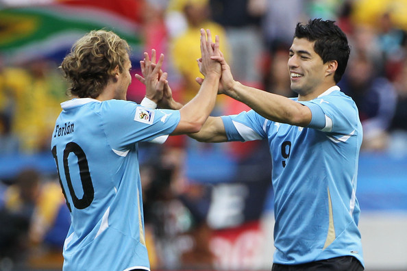 Diego Forlan explains in 442 magazine how he told Luis Suarez to join Man United and not Liverpool