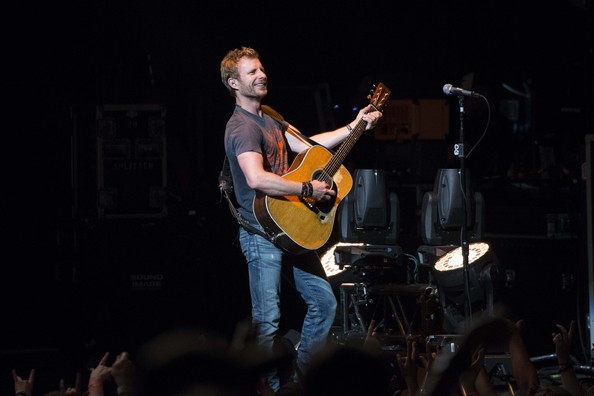 dierks bentley photos photos - dierks bentley in concert - charlotte