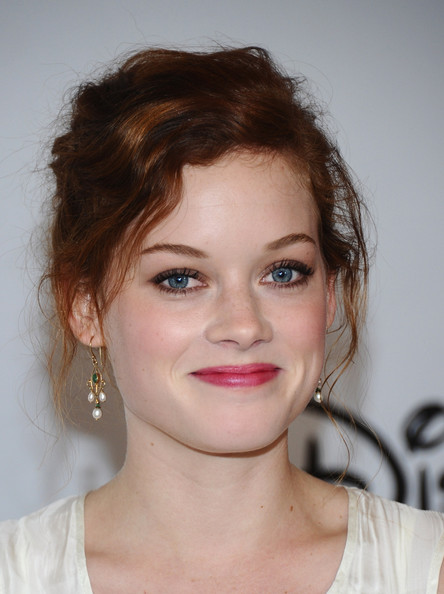 Jane Levy added color with a glossy pink pout.