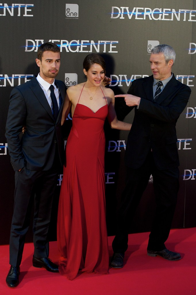 Shailene Woodley & Theo James Take 'Divergent' to NYC ...  Shailene Woodley And Theo James Divergent Premiere