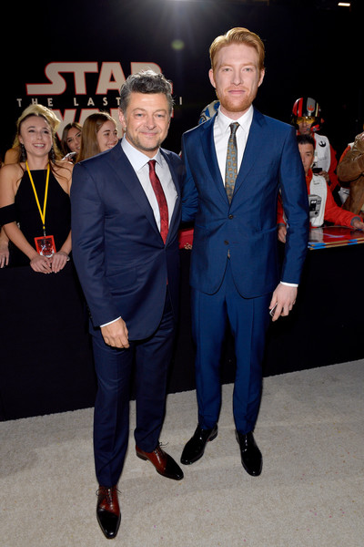 http://www3.pictures.zimbio.com/gi/Domhnall+Gleeson+Premiere+Disney+Pictures+ujnGwAl6w1_l.jpg