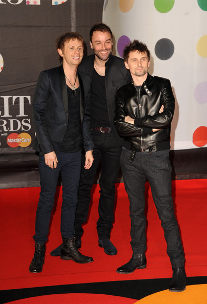 Dominic howard and matt bellamy photos photos brit awards 2013 brit awards 2013 red carpet arrivals voltagebd Image collections
