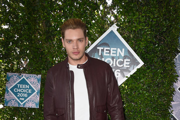 Dominic Sherwood Teen Choice Awards 2016 - Arrivals
