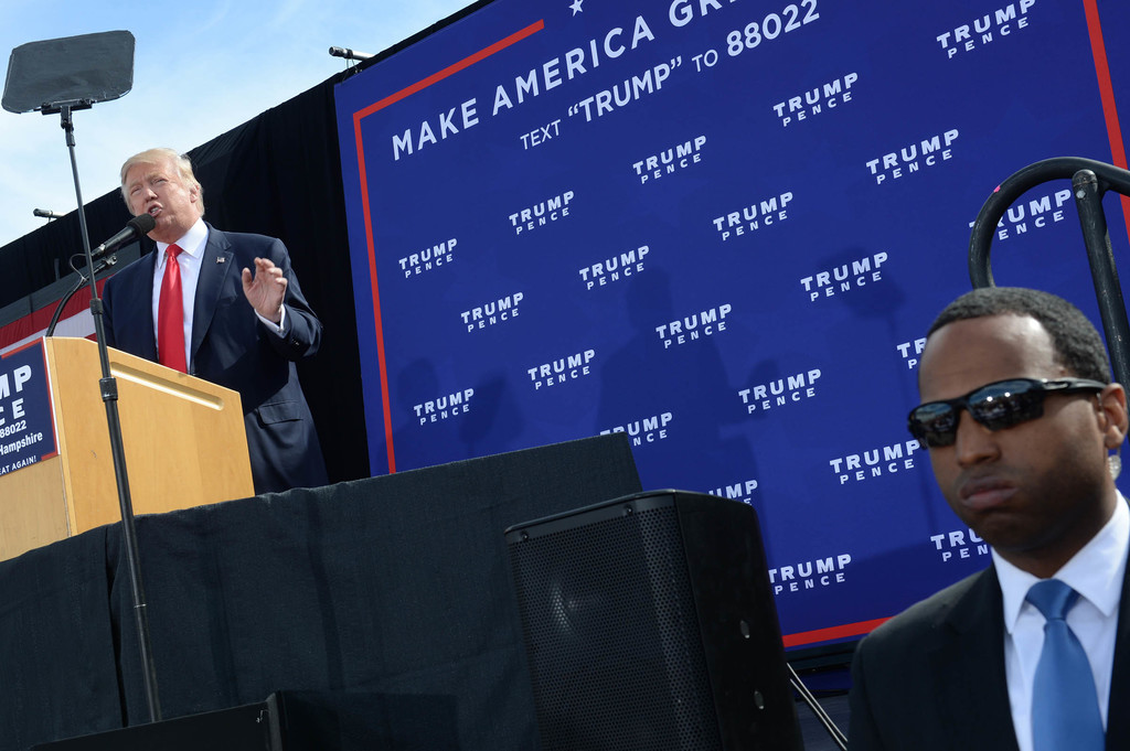 ... Photos - Donald Trump Holds Campaign Rally In Portsmouth, NH - Zimbio