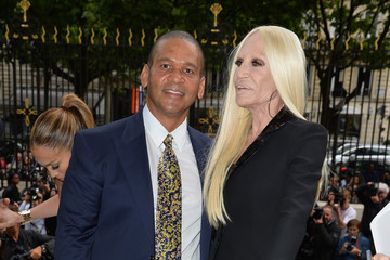Donatella Versace Versace  : Front Row - Paris Fashion Week : Haute-Couture Fall/Winter 2014-2015