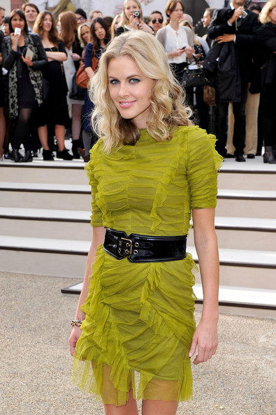 Donna Air Clothes