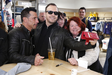Donnie Wahlberg Danny Wood New Kids On The Block Visit 'Extra'