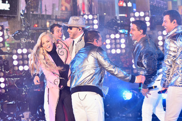 Donnie Wahlberg Jonathan Knight Dick Clark's New Year's Rockin' Eve With Ryan Seacrest 2019