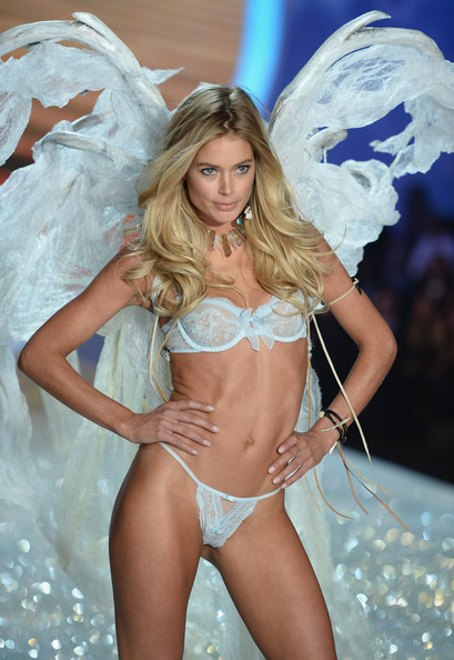 86eb572ff3 Doutzen Kroes Photos Photos - 2013 Victoria s Secret Fashion Show ...